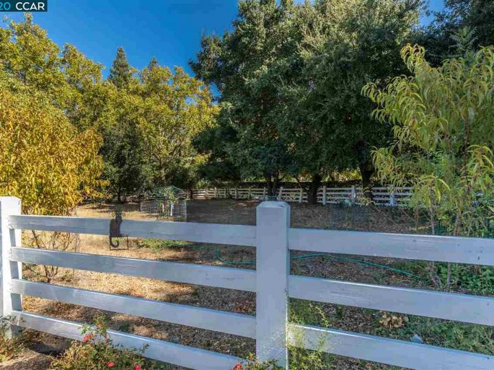 7661 Foothill Rd Pleasanton CA Home. Photo 14 of 37