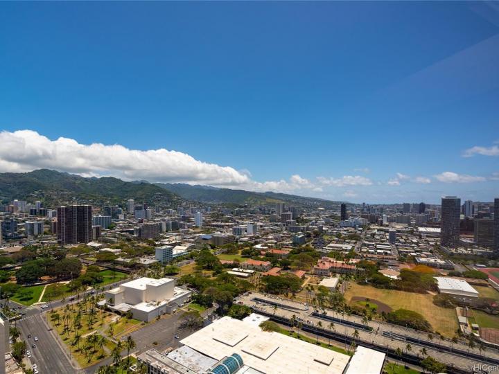 Symphony Honolulu condo #4202. Photo 18 of 25