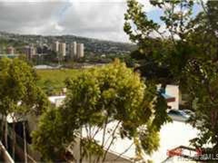 University Villa condo #. Photo 4 of 5