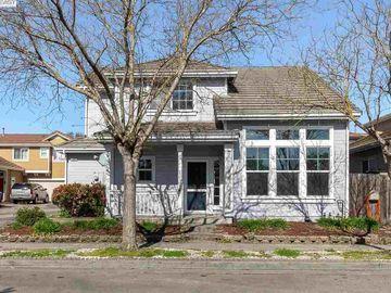 1407 Woodside Cir, Petaluma, CA