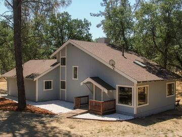 2210 Blue Oak Dr, Redding, CA