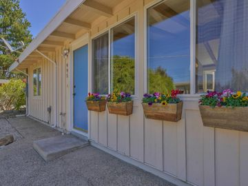 995 Piedmont Ave, Pacific Grove, CA